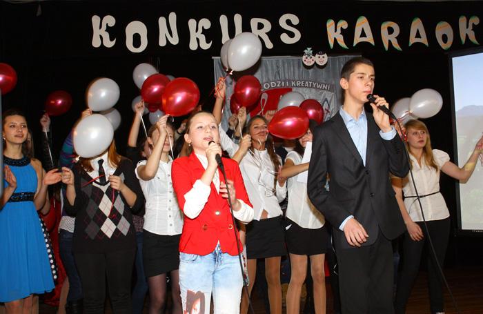 """Finał Konkursu Piosenek Karaoke. Milena Jermak i Michał Bobrowski w piosence """"Bo wszyscy Polacy"""""""